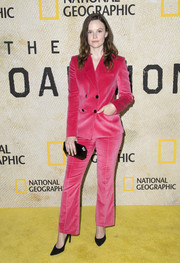Sarah Ramos teamed her suit with a faceted hard-case clutch.