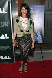 Katie Aselton attended the premiere of 'Colossal' wearing a diamond-patterned cardigan over a graphic shirt.