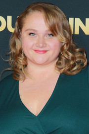 Danielle Macdonald looked sweet with her ringlets at the premiere of 'Dumplin'.'