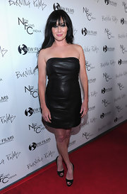Shannen looked tough and sexy in a leather mini dress.
