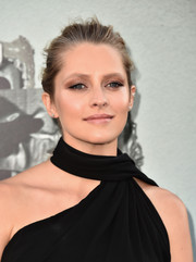 Teresa Palmer sported a heavy application of neutral eyeshadow at the premiere of 'Lights Out.'