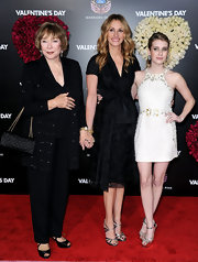 "Actress Julia Roberts posed with her niece Emma at the ""Valentines Day"" premiere. Her simple black dress was superb."
