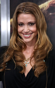 "Actress Shannon Elizabeth showed off her sandy brown curls while attending the ""Nightmare On Elm Street"" movie premiere."