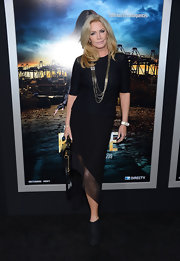 Shannon Tweed chose this knee-length skirt with an asymmetrical, sheer trim for her monochromatic red carpet look.