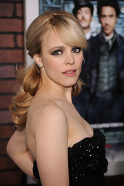 Rachel McAdams paired her elegant look with a a low ponytail and side sweeping bangs.