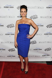 Carla Gugino topped off her cobalt blue cocktail dress with bronze peep-toe platform pumps.