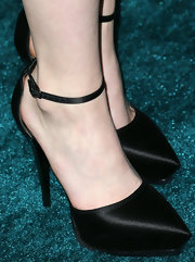 Saoirse Ronan chose a sleek ankle-strap pump for her red carpet look at the premiere of 'The Host.'