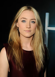 A soft nude lip kept Saoirse Ronan's make simplistic yet classy on the red carpet.
