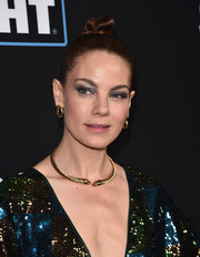 Michelle Monaghan dolled up her lobes with a pair of gold hoops.