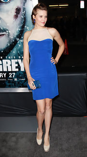 Maggie Grace had the blues in a cobalt cocktail dress and a petite matching clutch.