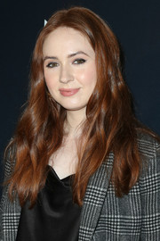 Karen Gillan went for a casual wavy 'do when she attended the premiere of 'The Unicorn.'