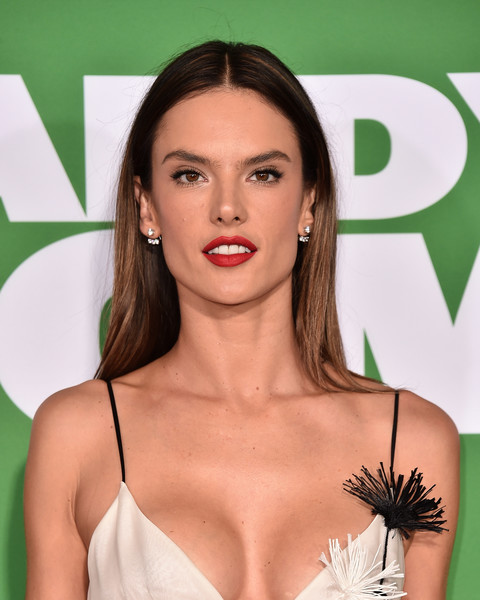 Alessandra Ambrosio was casually coiffed with this straight center-parted style at the premiere of 'Daddy's Home 2.'