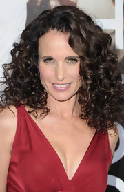 At the 'Footloose' premiere, Andie MacDowell wore her gorgeous curls loose and bouncy. Her hair looked super healthy with loads of shine and volume.