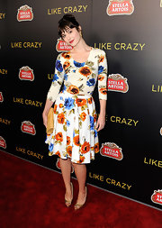 Mary Elizabeth Winstead was a blooming beauty in a floral print frock at the 'Like Crazy' premiere.