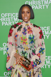 Kelly Rowland arrived for the premiere of 'Office Christmas Party' carrying a cute bow-accented gold clutch.