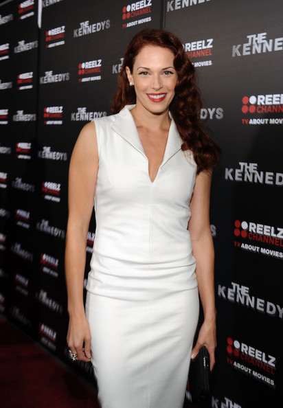 More Pics of Amanda Righetti Long Wavy Cut (1 of 3) - Amanda Righetti Lookbook - StyleBistro