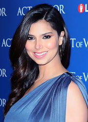 Roselyn's enviably lustrous tresses were worn in long shiny waves for the premiere of 'Act of Valor' in Hollywood.