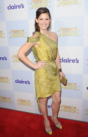 For the 'Mirror Mirror' premiere in Hollywood, Bonnie Bentley wore this asymmetrical print lime dress.