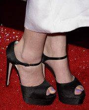 Hailee Steinfeld wore classic black platform peep-toes to the premiere of 'Romeo and Juliet.'