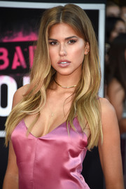 Kara Del Toro rocked layered waves to frame her face at the 'Bad Moms' premiere.