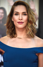 Allison Holker showed off richly textured waves at the premiere of 'Bad Moms.'