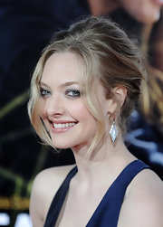 Amanda Seyfried paired her tousled updo with crystal triangle drop earrings.