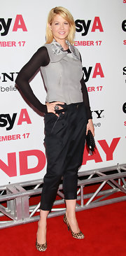 Jenna Elfman wore a dove gray zippered vest at the premiere of 'Easy A.'