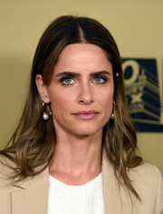 Amanda Peet attended the premiere of 'American Horror Story: Hotel' wearing an unstyled center-parted 'do.