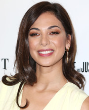 Moran Atias finished off her look with a pair of bullet-shaped gold earrings by Vhernier.