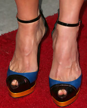 Kim Dickens kept her red carpet look super classy with a pair of platform peep toe pumps.