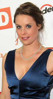 Ashley Williams went simple with her choice of jewelry with this double-strand beaded necklace at the film premiere.