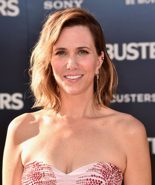 Kristen Wiig wore her hair above her shoulder in a subtly wavy style during the 'Ghostbusters' premiere.