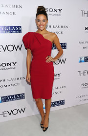 Jana Kramer wore a single-shoulder red cocktail dress for the premiere of 'The Vow.'