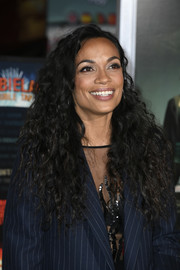 Rosario Dawson attended the premiere of 'Zombieland Double Tap' wearing a long curly hairstyle.