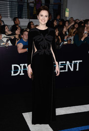 Veronica Roth looked quite the diva at the 'Divergent' premiere in a long-sleeve black Maria Lucia Hohan gown with a beaded bodice and side and arm cutouts.