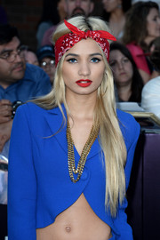 Pia Mia Perez added a glam touch to her sexy outfit with a thick, double-strand gold chain necklace.