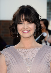 Amy Newbold looked cute with her short curls and eye-grazing bangs at the premiere of 'Divergent.'