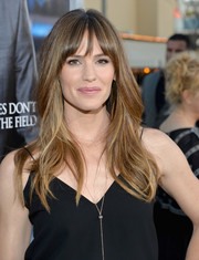 Jennifer Garner was an ageless beauty with her subtly wavy layers and wispy bangs at the 'Draft Day' premiere.