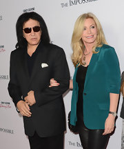 Shannon Tweed wore a gorgeous silk blazer at the premiere of 'The Impossible.'