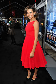 India de Beaufort looked sweetly retro in this crisp fit-and-flare red number at the 'Man on a Ledge' premiere.