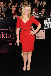 Melissa Joan Hart has been popping up on many red carpets of late. The blond actress wore a red cocktail dress with black accessories for the 'Twilight' black carpet. A glowing complexion and confident pose finished off her evening style.