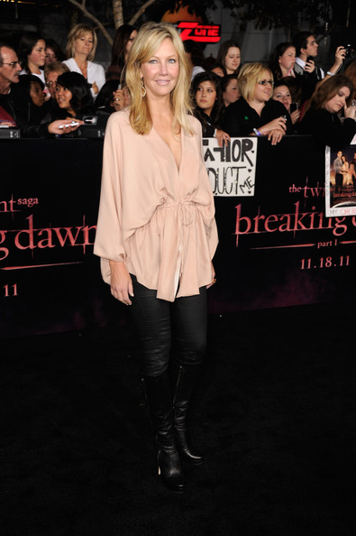 Heather Locklear wore a pair of skin-tight black pants with a loose blush blouse with dolman sleeves to the 'Breaking Dawn' premiere.