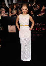 MyAnna Buring was all smiles at the Twilight Breaking Dawn premiere in a lacy white column dress. She added a pop of color to the bright white look with a skinny yellow belt and a hot red lip hue.