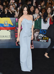 Elizabeth struck a vampire-worthy pose in her crisp blue evening dress at the 'Breaking Dawn' LA premiere.