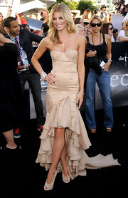 AnnaLynne paired her falmenco-style dress with sheer, peep toe Fetilo pumps.