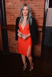 Hilary Duff styled her sizzling-hot dress with a black blazer by Pink Stitch.