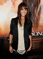 Sharni wore a lovely cream fringed blouse under her sleek black blazer for the 'Last Song' arrivals.