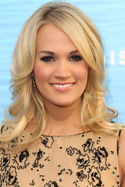 Carrie opted for black onyx earrings with diamonds for the 'Soul Surfer' movie premiere.