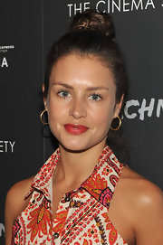 Hannah Ware wore her hair in an adorable messy top knot at the premiere of 'Detachment.'