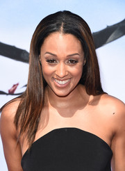 Tia Mowry wore her hair in straight center-parted layers during the 'How to Train Your Dragon 2' premiere.